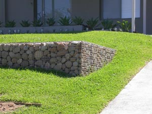 Diy retaining walls a gabion wall is constructed using wire mesh woven in a similar fashion to a basket which you fill with stones and form into your desired shape solutioingenieria Images