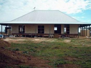 Building Better Strawbale Homesstrawbale house image